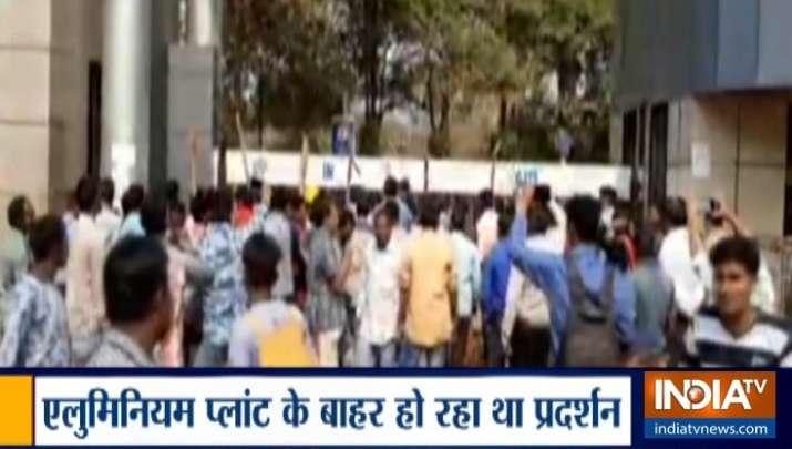 ओडिशा: पुलिस और पब्लिक के बीच भिड़ंत, झड़प में 2 लोगों की मौत कई घायल- India TV