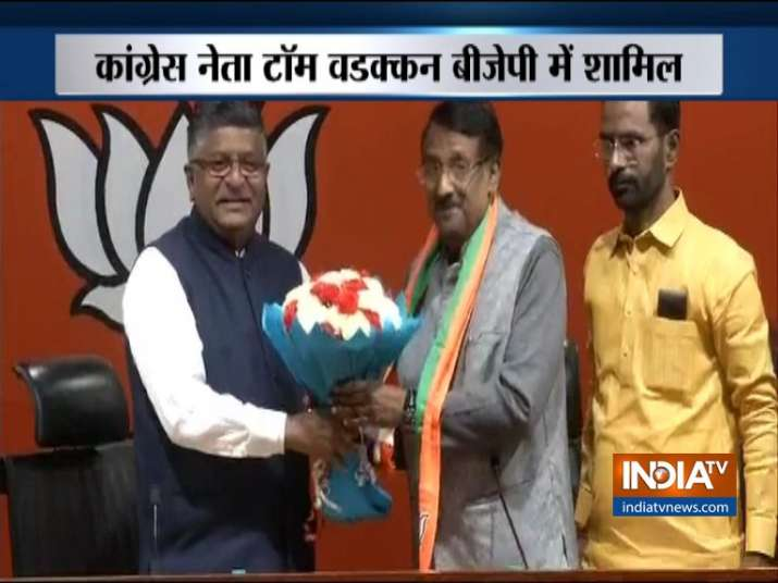 Sonia Gandhi's former secretary Tom Vadakkan Joins BJP- India TV