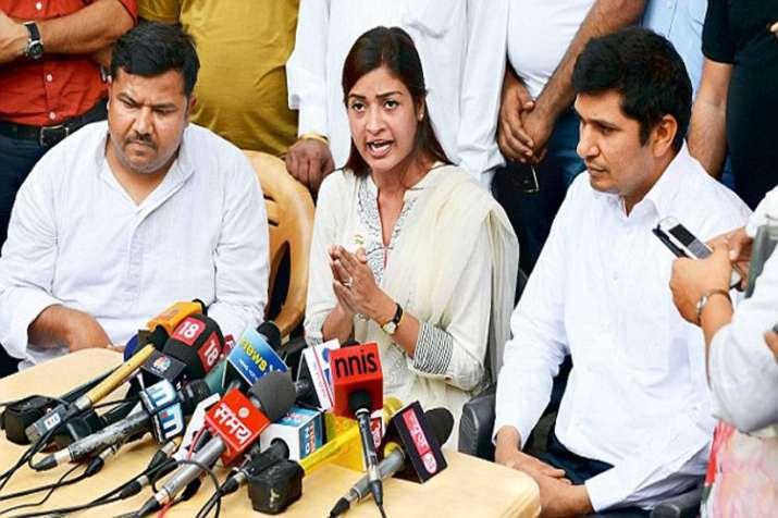 Twitter war between AAP MLA Alka Lamba and Saurabh Bharadwaj over joining Congress- India TV