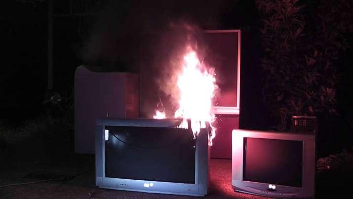 Fire in television set kills 3 children in Badaun- India TV