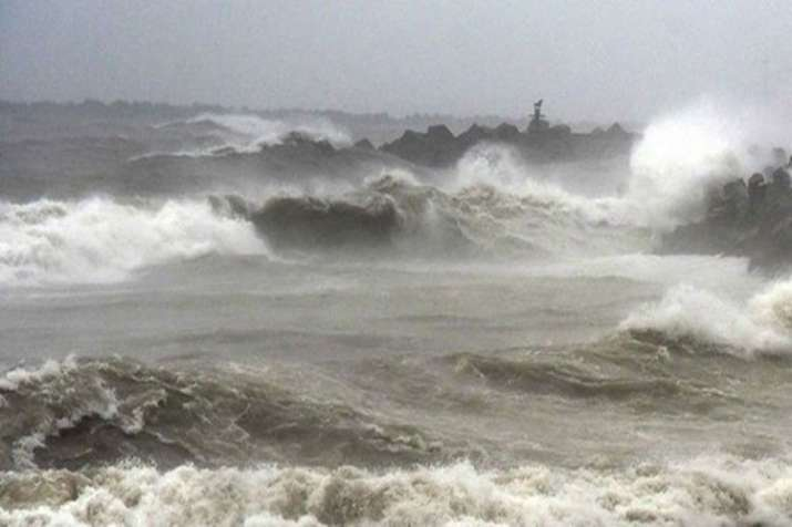 Cyclone 'Fani': NDRF, Coast Guard put on high alert; fishermen asked not to venture into sea - India TV Hindi