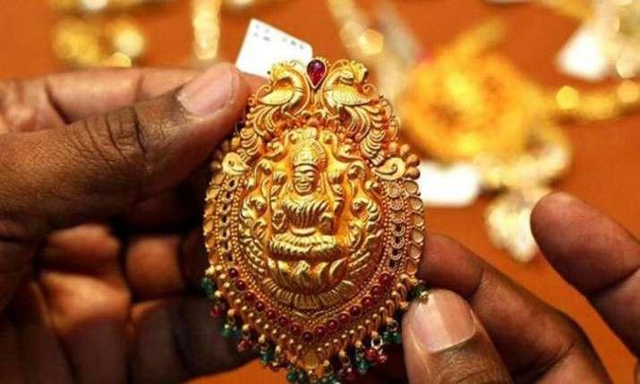 Gold rises Rs 150 on jewellers' buying, weak rupee- India TV Paisa