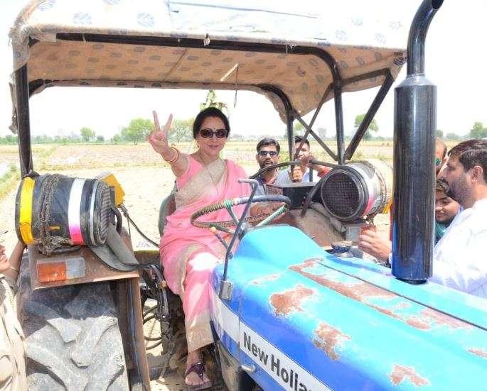 BJP MP and Mathura candidate Hema Malini drives a tractor in Govardhan- India TV Hindi