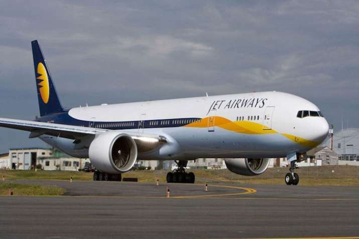Jet Airways' employees protest outside T3 over pay delay- India TV Hindi