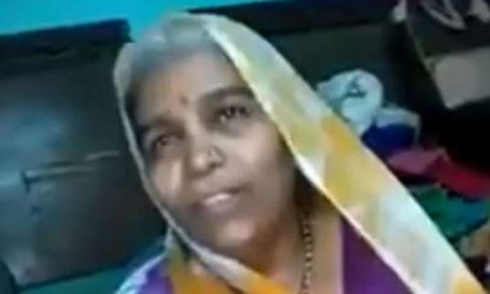 This woman singing Indian folk song about rain will win your heart - India TV
