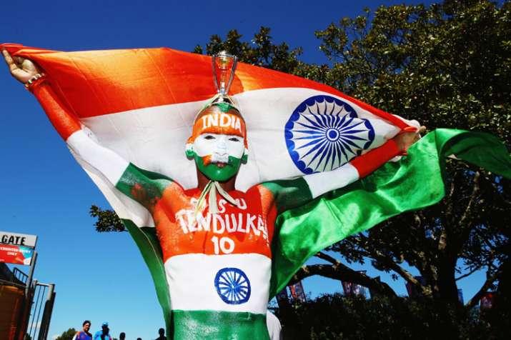 Sachin Tendulkar-RCB's Jabra Fan Sudhir and Sugumar to be given the Global Sports Fans Award- India TV