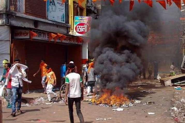 7वें चरण की वोटिंग में भी पश्चिम बंगाल में हिंसा, गाड़ियां फूंकी और बम चले- India TV