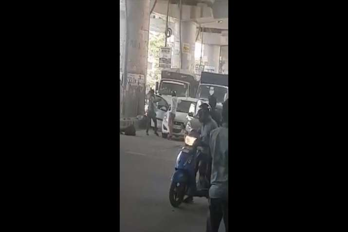 Shootout in Dwarka stuns Delhi, incident caught on camera   Watch video- India TV