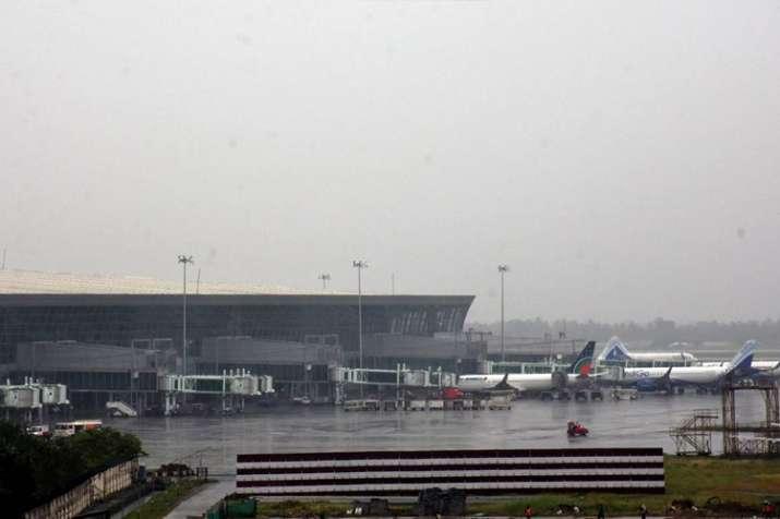 फानी के गुजरते ही कोलकाता हवाईअड्डे पर परिचालन बहाल- India TV Hindi