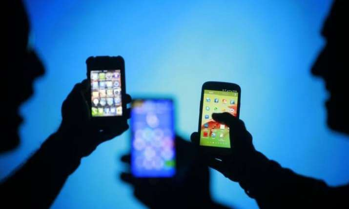 Airtel, Voda Idea lose 30 mn customers; Jio adds 9.4 mn users in Mar- India TV Paisa