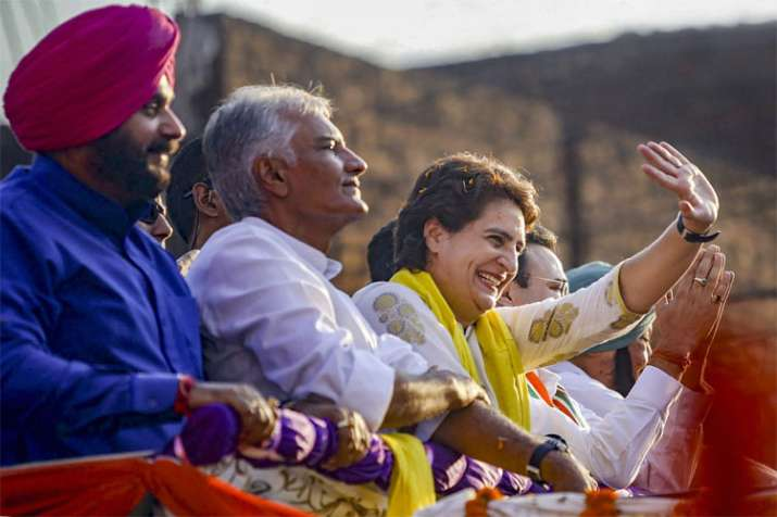 Congress General Secretary Priyanka Gandhi Vadra with party leader Sunil Jakhar and Navjot Singh- India TV Hindi