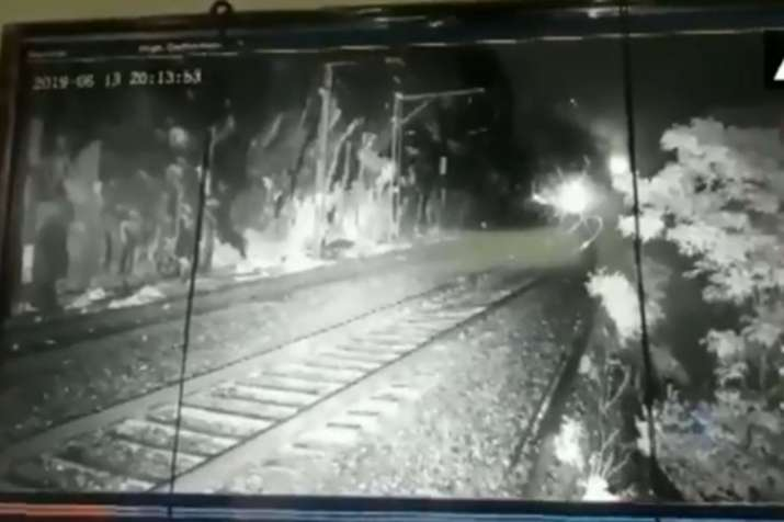 Sahyadri Express delayed for 2 hours as boulder fell on the railway tracks | ANI- India TV
