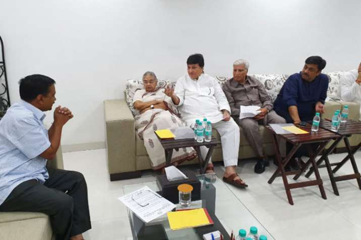 Sheila Dixit meets Arvind Kejriwal to discuss power cuts and water issues | Twitter- India TV