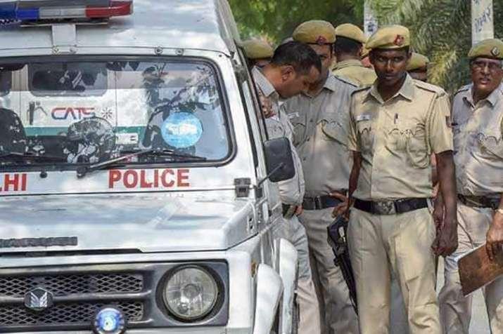 दिल्ली में 4 मर्डर से हड़कंप, चाकू-कटर से की 2 बेटे और बेटी की हत्या- India TV Hindi