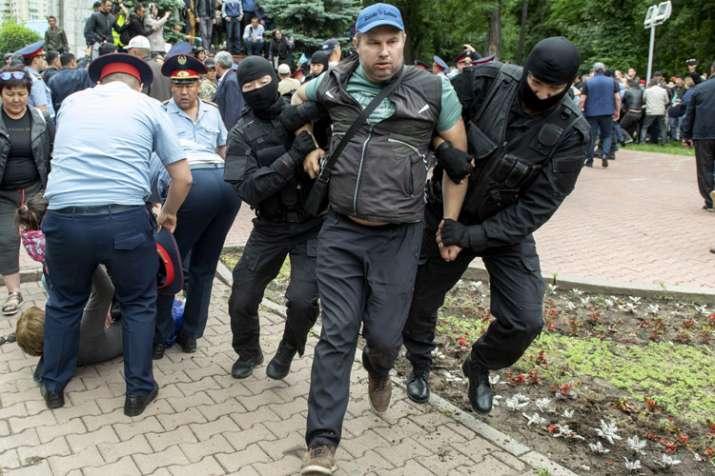 Kazakhstan police beat journalist amid post-vote unrest   AP- India TV Hindi