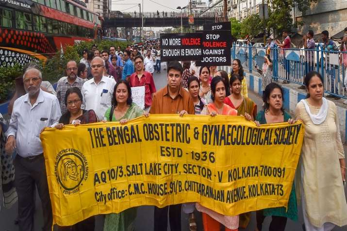 Members of Joint Doctors Forum walk in solidarity during...- India TV Hindi