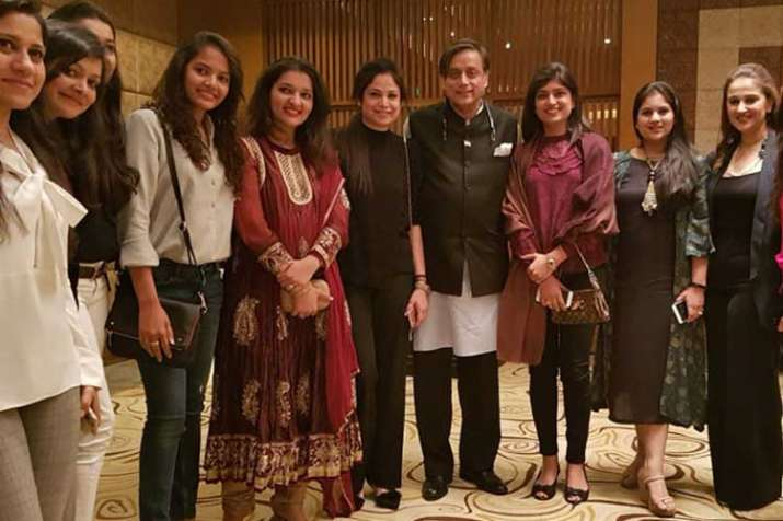 `Tharoor's pic during AIPC event is being used for fake...- India TV