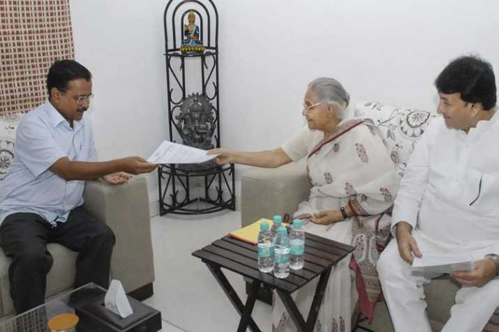 DPCC President Sheila Dikshit with party leader Haroon...- India TV