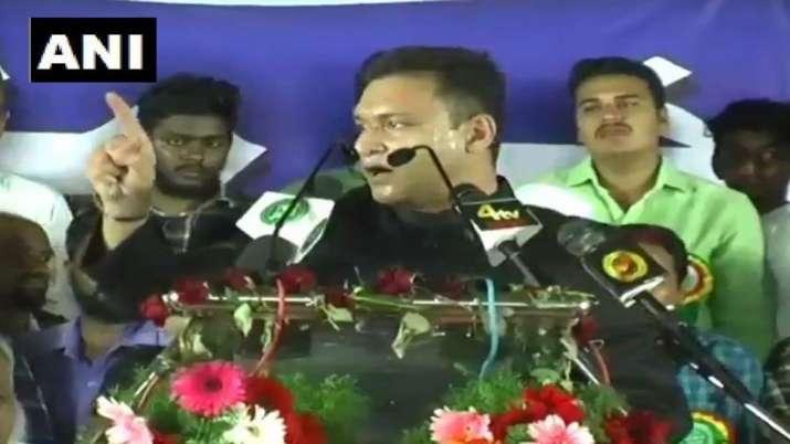 AIMIM leader Akbaruddin Owaisi again give controversial speech- India TV Hindi