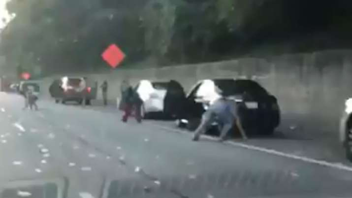 United States: An armored truck spilled thousands of dollars on an Atlanta highway | Videograb- India TV