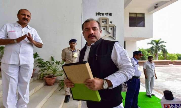 Madhya Pradesh finance minister tarun bhanot present state budget 2019-20- India TV Paisa