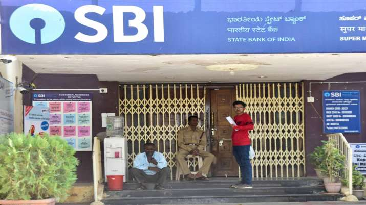 RBI slaps Rs 7 cr penalty on SBI, Union Bank of India violating various norms- India TV Paisa