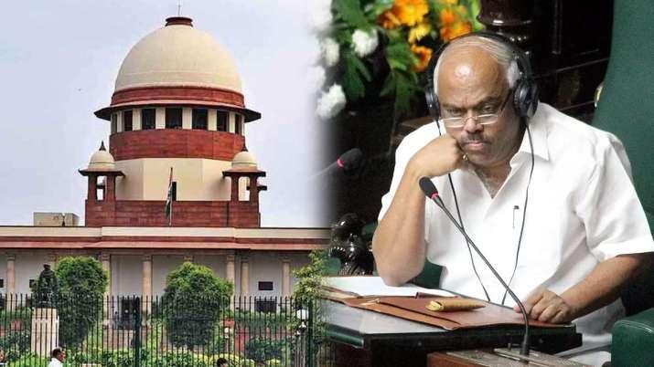 सुप्रीम कोर्ट ने लगाई कर्नाटक विधानसभा स्पीकर को फटकार, मंगलवार तक टला बागी विधायकों पर फैसला- India TV