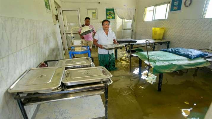 असम के मोरीगांव में अस्पताल में घुसा पानी