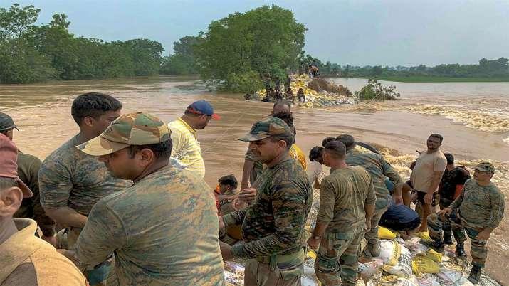 ये पंजाब का संगरूर है जहां सेना के जवान मूणक में घघ्घर नदी पर राहत और बचाव का काम कर रहे हैं