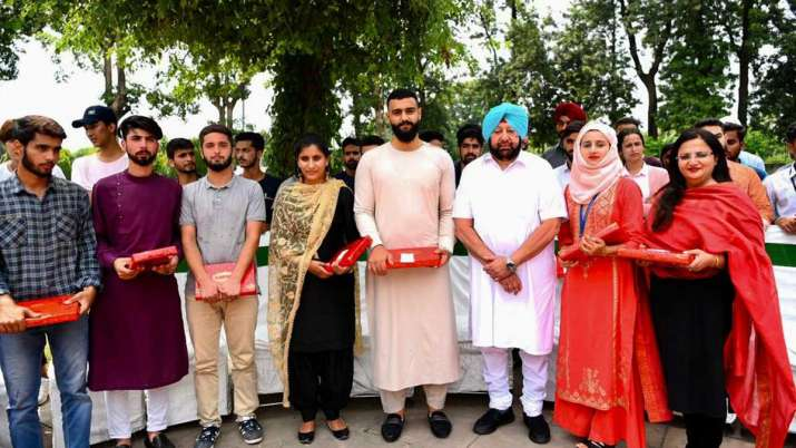 CM amdiner singh organised lunch party for kashmiri...- India TV