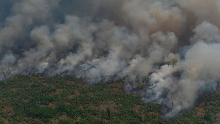 Brazil president plans send in army to contain Amazon fires | AP- India TV