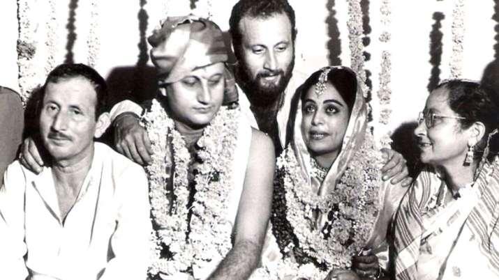 Anupam Kher wishes wife Kirron Kher on 34th wedding anniversary- India TV