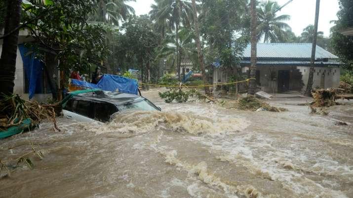 कई राज्यों में बाढ़ से लोगों की दुर्दशा, तिनके जैसे बहा हाथी; केरल, महाराष्ट्र बुरी तरह प्रभावित- India TV