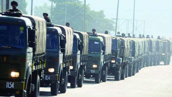 कश्मीर में भारी तादाद में सुरक्षाबलों की तैनाती, भेजी जाएंगी और 250 कंपनियां; घाटी में भयंकर बेचैनी- India TV