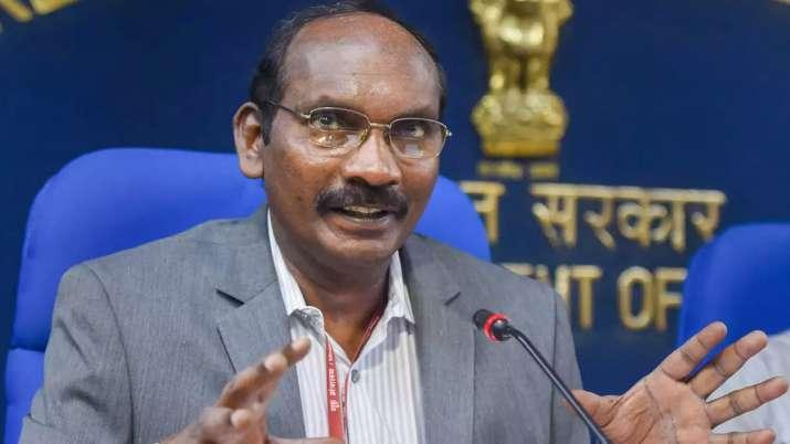 'चंद्रयान-2 को चंद्रमा की कक्षा में स्थापित करते समय हमारी धड़कनें थम सी गई थीं'- India TV