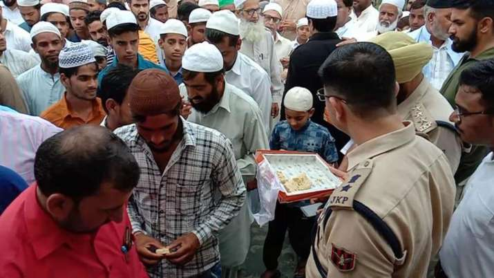 Eid prayers offered peacefully in Jammu and Kashmir- India TV
