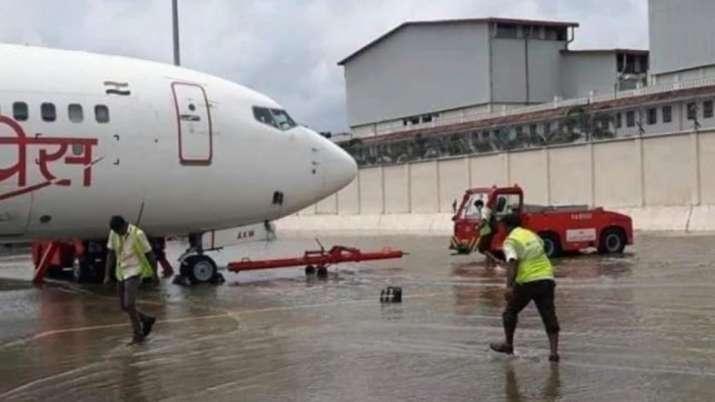 केरल बाढ़ पीड़ितों के लिए राहुल गांधी ने मांगी पीएम मोदी से मदद, कोच्चि एयरपोर्ट रविवार तक बंद- India TV