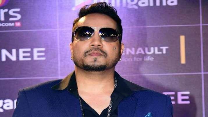 'Mika Singh Night' in Karachi had ISI officials,...- India TV