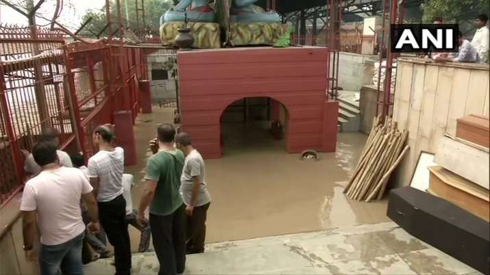 Yamuna Water Level: Water from overflowing Yamuna river enters Nigambodh Ghat Live Updates- India TV