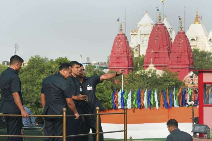 Security personnel keep vigil during a full dress...- India TV Hindi