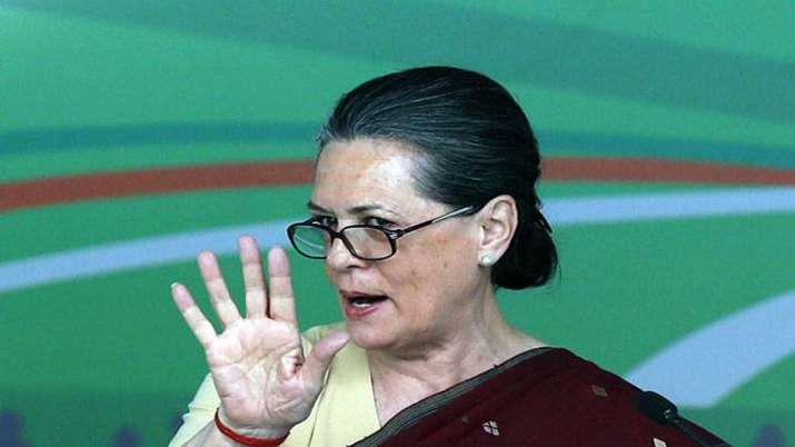 Sonia Gandhi ordered party leaders to not come with Mobile phones during party meetings- India TV