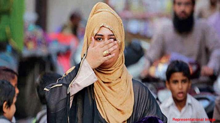 थाने में महिला ने की ट्रिपल तलाक की शिकायत, ससुराल वालों ने काट दी नाक- India TV