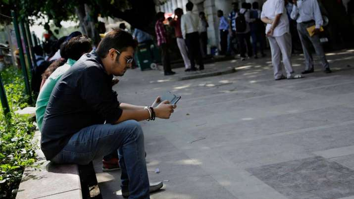 Pakistan leaves India behind in mobile Internet speed- India TV Paisa