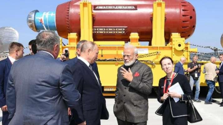 पीएम मोदी ने राष्ट्रपति पुतिन के साथ ज्वेज्दा पोत निर्माण परिसर का किया दौरा- India TV