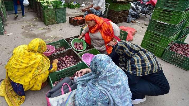 stock limit on onion traders- India TV Paisa