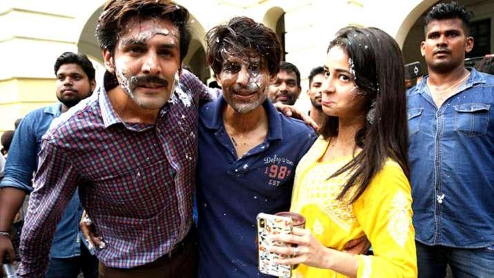'पति पत्नी और वो' रीमेक का लखनऊ में शेड्यूल हुआ पूरा- India TV