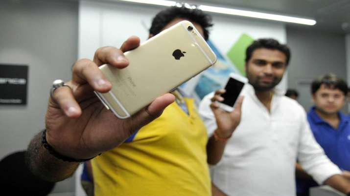 Apple iPhone SE 2 may launch in Q1 2020 at $399- India TV Paisa