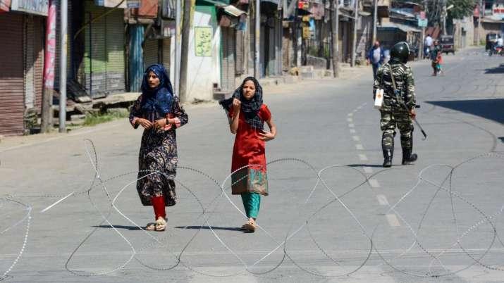 कश्मीर में सोमवार दोपहर 12 बजे से शुरू हो जाएंगी पोस्टपेड मोबाइल फोन सेवाएं- India TV