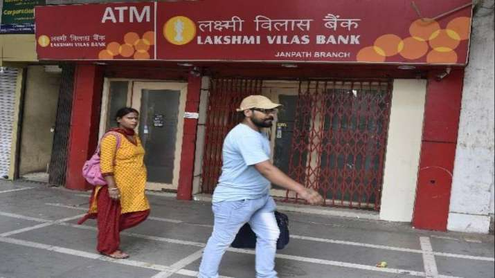 Close to 70 senior bankers in fray for LVB top-post- India TV Paisa