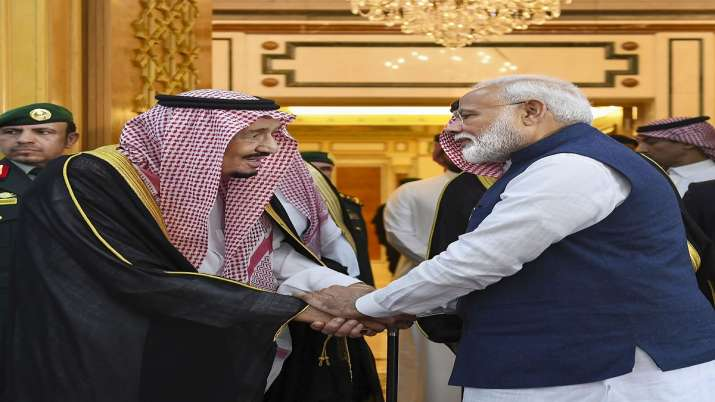 Prime Minister Narendra Modi meets H.M. King Salman bin Abdulaziz Al Saud in Riyadh, Saudi Arabia on- India TV Paisa